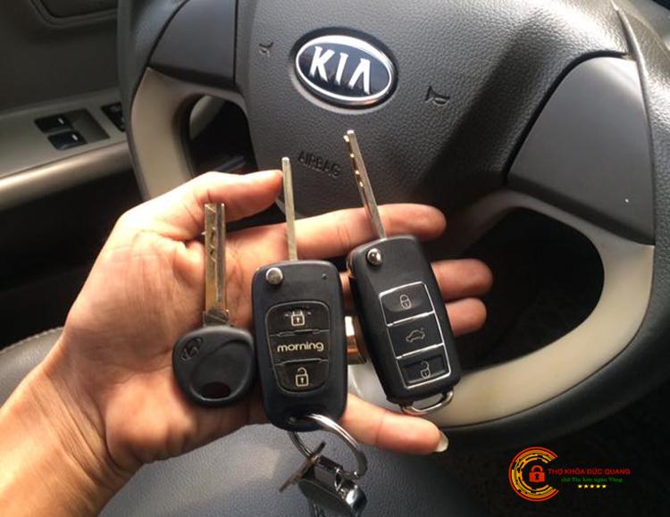 Làm chìa khóa xe ô tô tại nhà quận Hoàng Mai